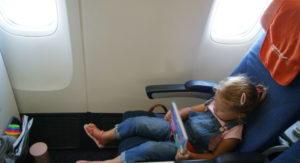 Со скольки лет можно летать без сопровождения взрослых за границу