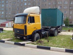 Стоянка большегрузных автомобилей в жилой зоне