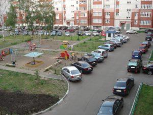 Правила парковки во дворе многоквартирного дома у подъезда