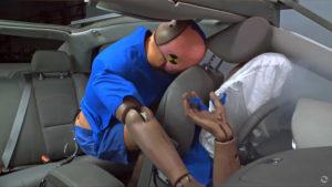 Нужно ли пристёгиваться на заднем сиденье автомобиля в городе