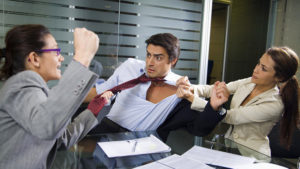 Драка на работе что делать работодателю