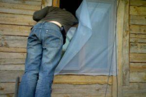 У нас обворовали домик на даче