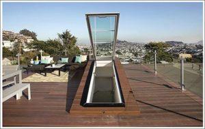 Как выглядит выход на плоскую крышу