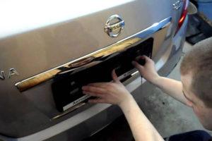Как прикрепить номер авто на рамку