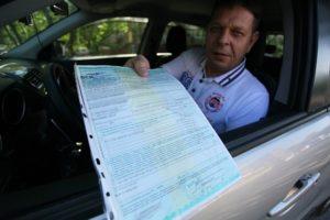 В каких случаях надо предъявлять страховку на авто сотруднику дпс