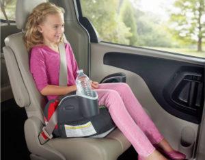 До скольки лет нужно детское сиденье в машине